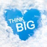 Σκεφτείτε τη μεγάλη λέξη μέσα στο μπλε ουρανό σύννεφων αγάπης μόνο Στοκ Φωτογραφία