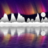 雪山在晚上和镜子的例证在水中 免版税库存图片