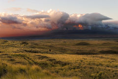 Σύννεφα βροντής πέρα από το μεγάλο νησί, Χαβάη, ΗΠΑ Στοκ εικόνες με δικαίωμα ελεύθερης χρήσης
