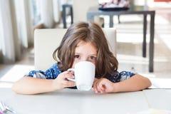 ребенок завтрака имея Стоковое Фото