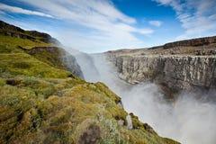 黛提瀑布瀑布在冰岛在蓝色夏天天空下 免版税库存图片