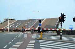 骑自行车者在阿姆斯特丹 免版税库存图片