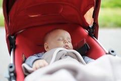 婴儿推车的甜婴孩 免版税库存照片