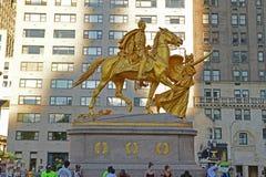 奥古斯都圣高登斯谢尔曼将军纪念碑在晚上末期 免版税库存照片