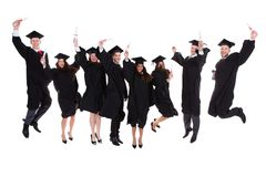 愉快的高兴的小组不同种族的毕业生 免版税图库摄影