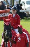 显示跳跃的马和车手-优胜者 免版税库存图片