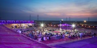 沙漠徒步旅行队阵营迪拜 免版税图库摄影