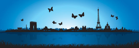 Голубой силуэт горизонта Парижа бабочки предпосылки Стоковая Фотография RF