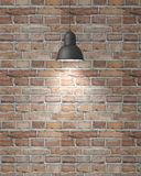 有阴影的垂悬的白色灯在葡萄酒砖墙,背景 免版税库存图片