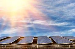 与太阳电池板的可选择能源 库存照片