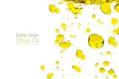 在白色隔绝的橄榄油下落 库存图片