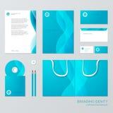 文具与蓝色波浪元素的模板设计 事务的文献 免版税库存照片
