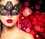 женщина маски масленицы нося Стоковая Фотография RF
