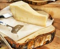 在一块木板材的帕尔马干酪 库存照片