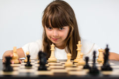 棋女孩使用 库存图片