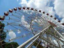 娱乐吸引力公园建筑设计弗累斯大转轮安全休闲 免版税库存图片
