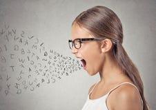 Сердитый ребенок кричащий Стоковые Изображения