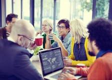 遇见研讨会的商人分享谈的想法的概念 免版税库存照片
