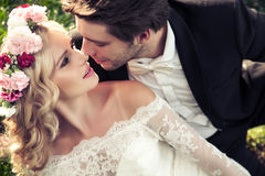 Πορτρέτο του φιλώντας ζεύγους γάμου Στοκ φωτογραφία με δικαίωμα ελεύθερης χρήσης