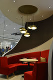 Καθίσματα γευματιζόντων, εσωτερική διακόσμηση εστιατορίων πολυτέλειας Στοκ Φωτογραφία