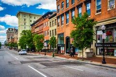 Здания вдоль улицы Чарльза в Балтиморе, Мэриленде Стоковые Изображения RF