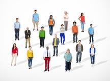 不同种族的不同的快乐的人公共概念 免版税库存图片