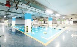 χώρος στάθμευσης επίδρασης αντίθεσης χρωμάτων υπόγεια Στοκ Φωτογραφίες
