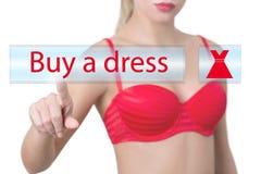 Женщина отжимая покупку кнопка платья Стоковое Изображение
