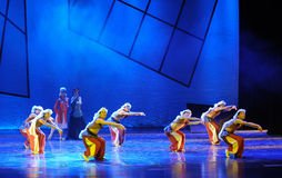 狼的队列这舞蹈戏曲神鹰英雄的传奇 免版税库存照片