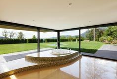Красивая комната с джакузи Стоковая Фотография