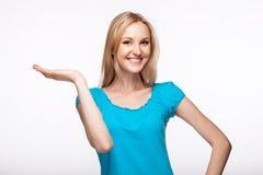 举起她的手的少妇 免版税库存图片
