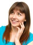 少妇接触她的面颊用手 免版税图库摄影