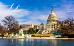 国会大厦和反射水池在华盛顿特区, 免版税库存图片