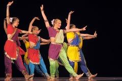 Τα ασιατικά παιδιά χορού αποδίδουν στη σκηνή Στοκ φωτογραφίες με δικαίωμα ελεύθερης χρήσης