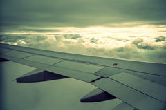 Плоские крыло и облака Стоковое Изображение