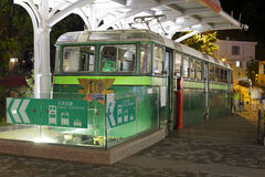 在维多利亚峰顶上面的电车  免版税库存照片
