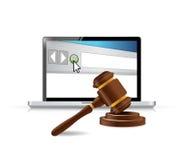 计算机浏览器和法律锤子 免版税库存照片