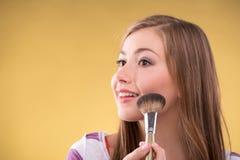 美丽的棕色毛发的女孩 免版税库存图片