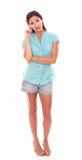 Милая девушка в шортах стоя во всю длину Стоковые Фото