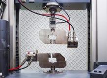 工程试验机器,抗拉强度测试 免版税图库摄影