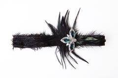 在白色的黑羽毛头饰带 免版税库存照片