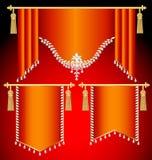 套有宝石和金缨子的红色帷幕 免版税库存照片