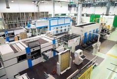 Εργοστάσιο - παραγωγή των εμπορευματοκιβωτίων τροφίμων χαρτονιού Στοκ φωτογραφίες με δικαίωμα ελεύθερης χρήσης