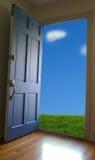 πόρτα ανοικτή Στοκ Φωτογραφίες