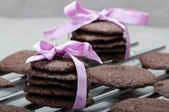 黑暗的巧克力饼干 库存图片