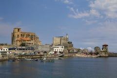 卡斯特罗-乌尔迪亚莱斯镇,西班牙 免版税库存照片