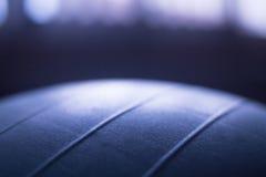 普拉提健身房有氧运动锻炼球 库存图片