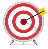 与一个箭头的目标在中心 免版税库存照片