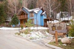 滑雪胜地在阿尔玛蒂,哈萨克斯坦附近的森林传说 免版税库存图片
