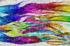 在砖墙的抽象五颜六色的绘画 免版税库存图片